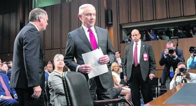 Testimonio. Sessions negó contactos con Rusia para influir en la campaña.