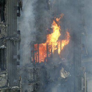 al menos seis muertos y 50 heridos en el incendio de un edificio de londres