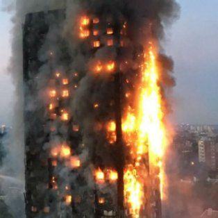vi gente con sabanas en las ventanas, conto una testigo del incendio