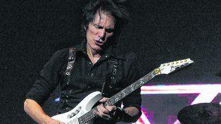 El héroe de la guitarra. Steve Vai tocó su disco Passion and Warfare de principio a fin en El Círculo..
