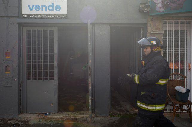 Tragedia. La víctima tenía 73 años. El fuego se habría iniciado en la cocina.