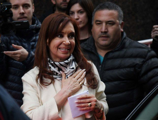 En la pelea. Cristina Kirchner encabezó ayer una reunión con intendentes del conurbano en el Instituto Patria.