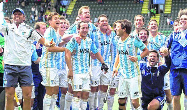 De fiesta. La selección argentina de hockey sobre césped juega el primer torneo oficial tras el oro olímpico.