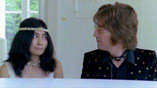 Ono y Lennon en el video clip de la canción que se transformó en un himno mundial.