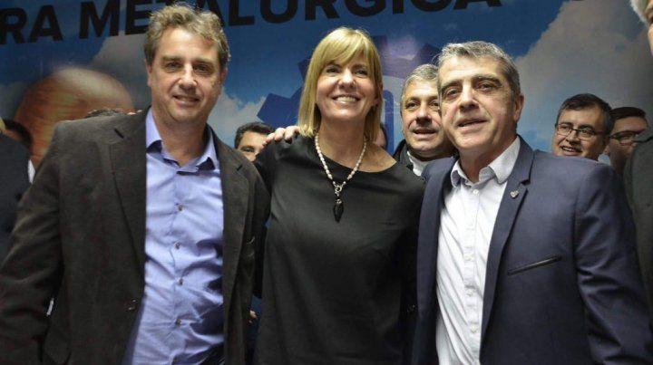 Los senadores provinciales Danilo Capitani (San Jerónimo) y Armando Traferri (San Lorenzo) junto a Rodenas en el acto de hoy.