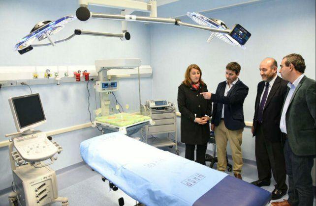 La intendenta recorrió la nueva maternidad del Roque Sáenz Peña.-