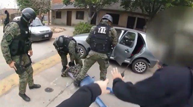 La cinematográfica detención de cuatro personas en el marco de un operativo.