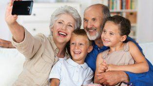 los unos y los otros. En el mundo el aumento de los mayores de 60 años ya supera al de los niños.