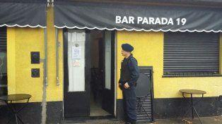 Un empleado municipal fue al baño de un bar y se encontró con un casino clandestino