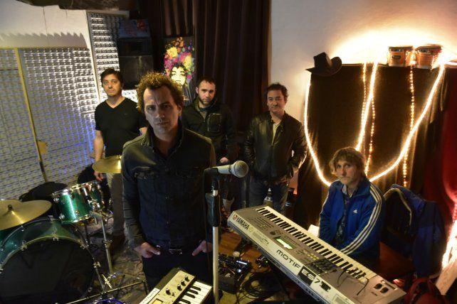 El grupo liderado por Ike Parodi toca hoy con un invitado de lujo: Claudio Cardone (en los teclados).
