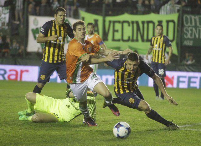 Caída y gol a los 14. Musto empieza a trastabillar tras el toque del Ruso Rodríguez.