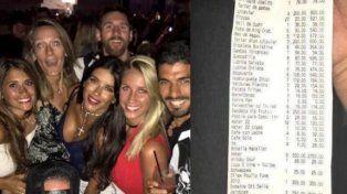 Messi, de festejo con su mujer y amigos en Ibiza.