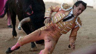 El diestro de 36 años resultó herido mientras le hacía un quite a uno de los toros de su compatriota Juan del lamo.