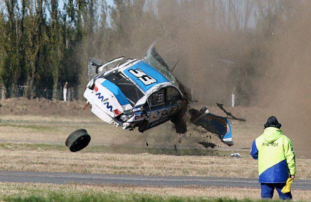 Tremendo accidente en la vuelta final de la Clase 3 del Turismo Nacional