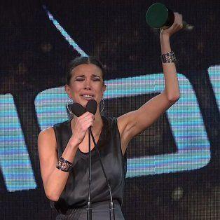 Emocionada. Andrea Rincón se quebró en el escenario al recibir el premio.