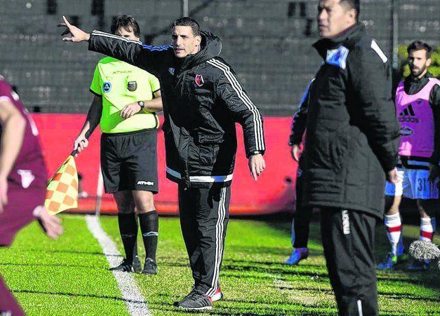 Da indicaciones. El DT Juan Pablo Vojvoda dijo que el gol de Lanús fue un arresto individual del jugador.
