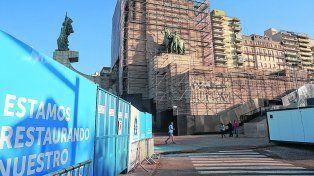 un escenario distinto. La restauración del Monumento sumará diferencias a un acto que se limitaría al izamiento de la insignia patria.