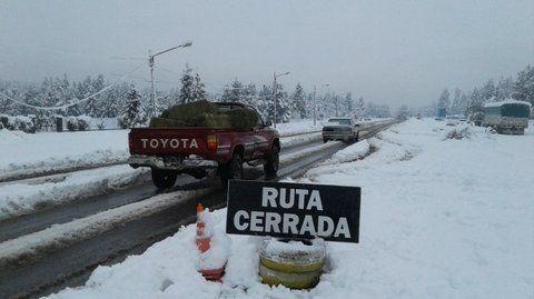 estragos. En cercanías de Trelew unos 120 camiones quedaron varados y también vehículos de menor porte. Comodoro Rivadavia vivió lo mismo.