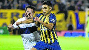 Al ataque. Federico Carrizo encara siempre hacia adelante. Será clave su aporte en busca de la victoria.