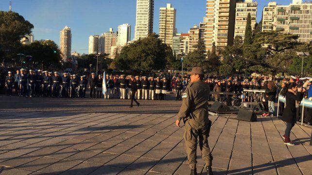 Los efectivos de las fuerzas de seguridad en formación.