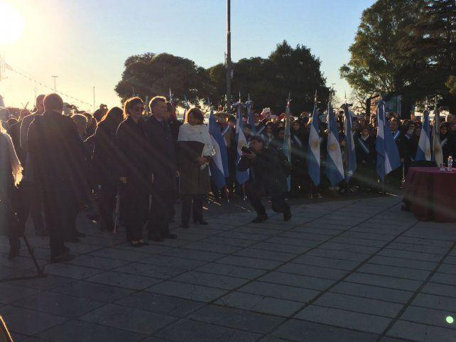 Macri preside el acto por el Día de la Bandera que empezó puntual en el Monumento