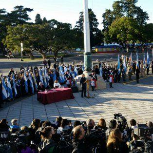 macri preside el acto por el dia de la bandera que empezo puntual en el monumento
