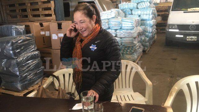 Elisa no paró de atender a la prensa tras su fugaz charla con Macri.