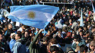 Banderas nacionales en la previa del acto que encabezará Cristina.