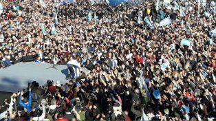 La expresidenta fue acompañada por una multitud al acto en el estadio de Arsenal.