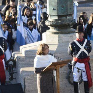 espera. La intendenta dijo que seguirá defendiendo el crecimiento de Rosario.
