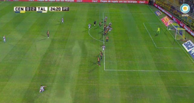 Offside. Gandolfi estaba adelantado en el segundo gol de Talleres en el Gigante.