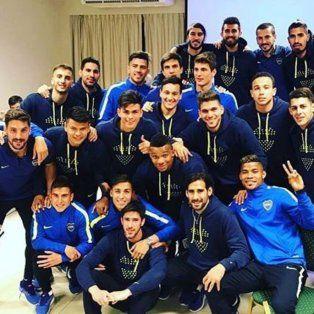 La foto del campeón fue anoche en el hotel de Bahía Blanca donde el plantel concentra para el partido de hoy.