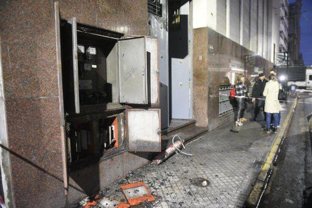 El principio de incendio se produjo en el sistema de electricidad que está sobre calle Rioja.