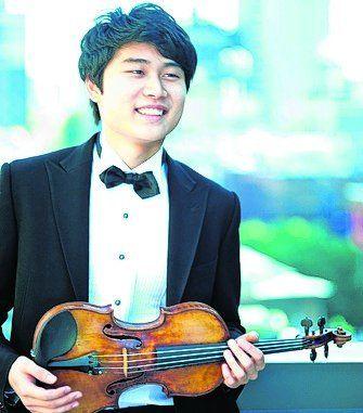 solista. El violinista In Mo Yang.