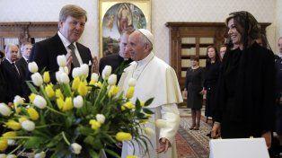 El Papa Francisco recibió a la Reina Máxima que lo saludó en español
