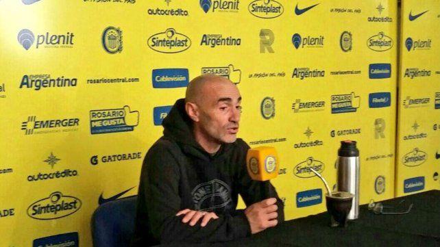Paolo Montero durante la conferencia de prensa en Arroyo Seco.