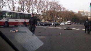 Robo, choque y muerte. Dos motochorros fallecieron tras ser atropellados luego de robar.