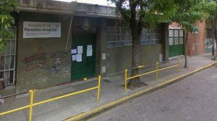La escuela de Buenos Aires y Cerrito, donde una madre denunció un caso de bullying.
