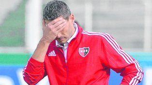 ¿Y ahora? Juan Pablo Vojvoda no puede creer el punto que se le escapó ayer a su equipo en Córdoba.