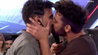 Piquín brilló en la pista del Bailando y le estampó un beso en la boca a Fede Hoppe