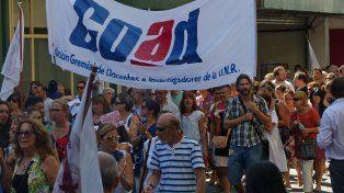 Los docentes de Coad anunciaron que profundizarán las medidas de protestas.