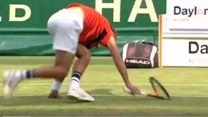La locura de un tenista que fue sancionado tres veces en dos minutos