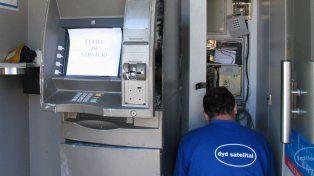 Durante la madrugada del domingo los cajeros de la red Link tendrán un uso limitado. (Foto de archivo)