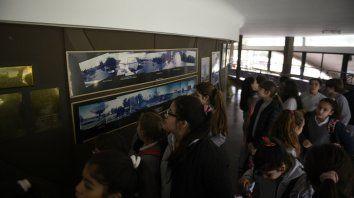 Los chicos y chicas de las escuelas Jesús de Nazaret y Rivadavia, entusiasmados con la astronomía.
