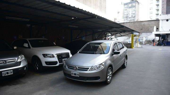 Abandonado. Los ladrones habían llegado en un Volkswagen gris.