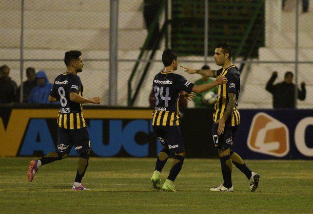 Lovera llega para abrazar a Germán Herrera