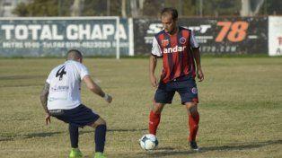 La figura. Diego Migueles aportó su cuota de fútbol en el mediocampo de los charrúas.