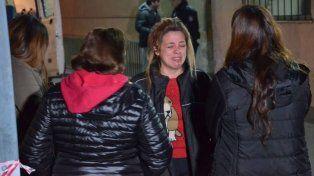 La imagen muestra el dolor de los allegados de las víctimas del accidente.