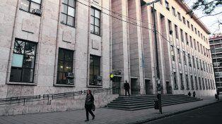despropósito. Actualmente en los Tribunales provinciales celebran dos juicios distintos cuando hay adultos y menores en un mismo delito, lo que es crítico.
