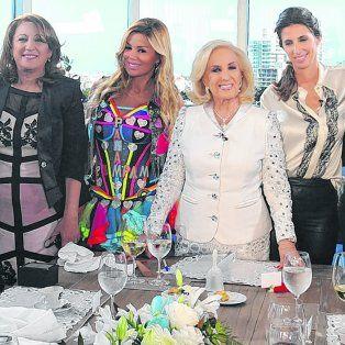 Domingo en Rosario. Mirtha junto a sus invitados Nazareno Casero, Mónica Fein, Panam, Luciana Geuna, Daniel Balmaceda y Marixa Balli.